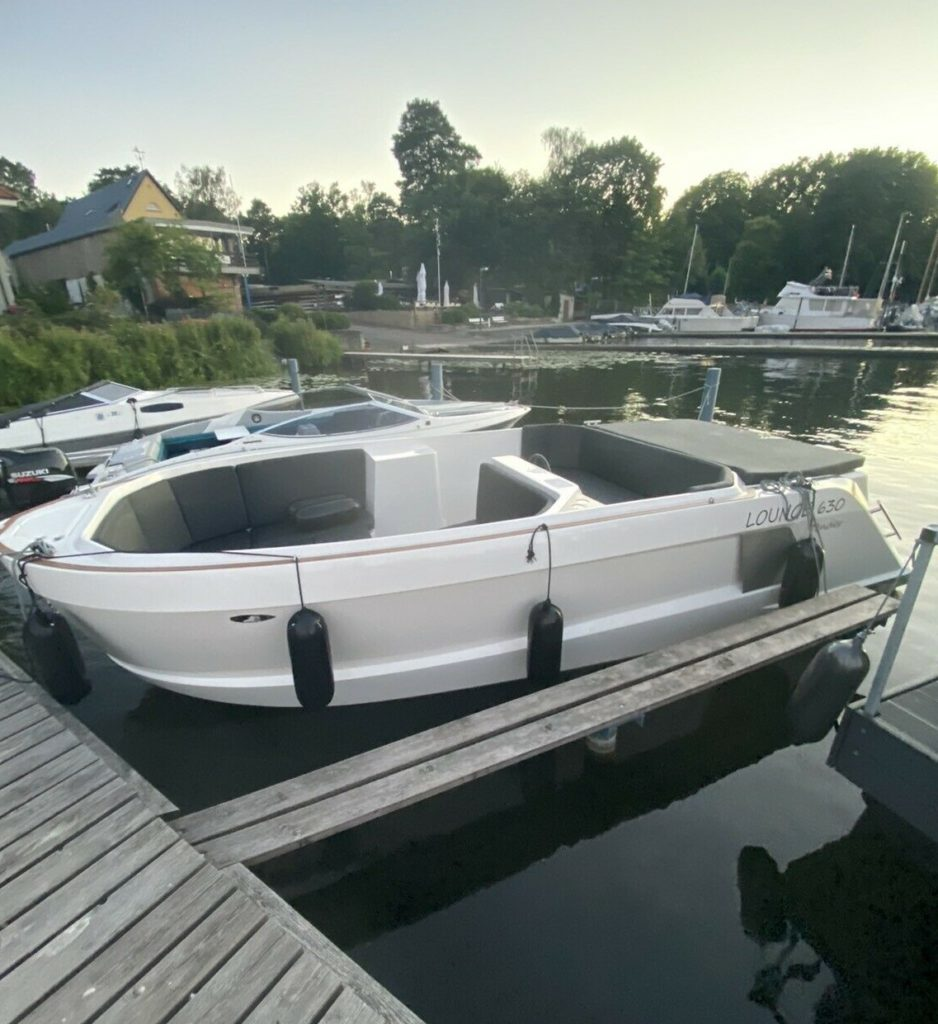 Lounge motorboot 1