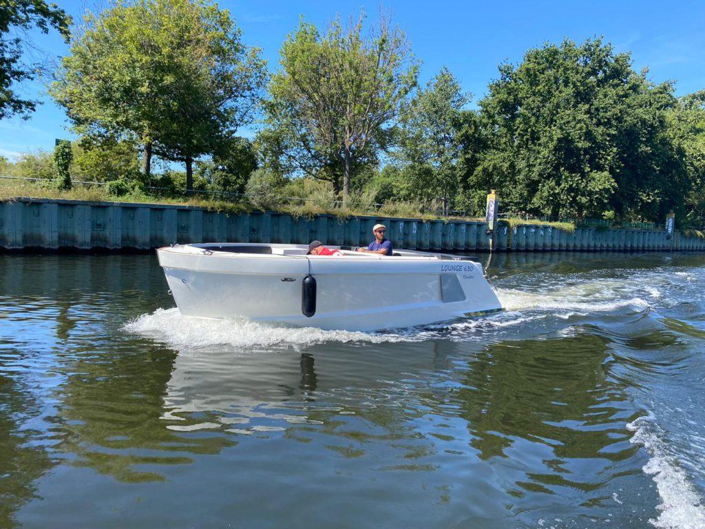 Lounge motorboot3